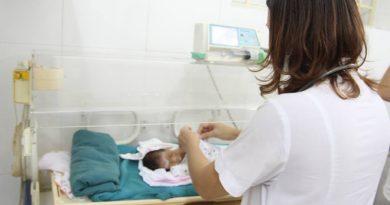 bé sinh non bị bỏ rơi, bé 1,4kg bị bỏ rơi