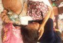Hình ảnh ôm vợ trước khi mất của PGS Văn Như Cương khiến nhiều người xúc động