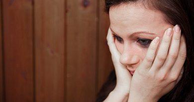 Vợ đau đớn phát hiện bí mật về căn nhà của em kết nghĩa với chồng