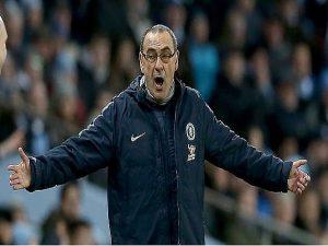 Thất bại của Sarri không thể tẩy được Mourinho